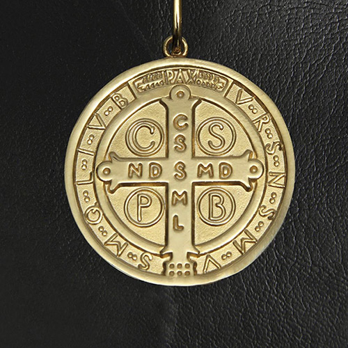 888438099a16a Kit Medalha São Bento em prata de lei chapeado a ouro + 4 lindos ...