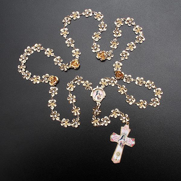 5d9add8905752 Terço Santa Terezinha formato rosas folheado a ouro 18k - Artigos ...