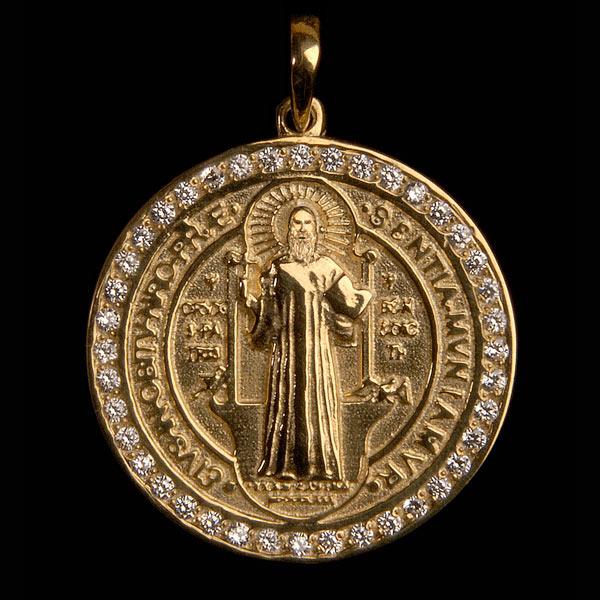b122b66dcb60f Medalha São Bento em ouro 18K cravejada de Diamantes - Artigos ...