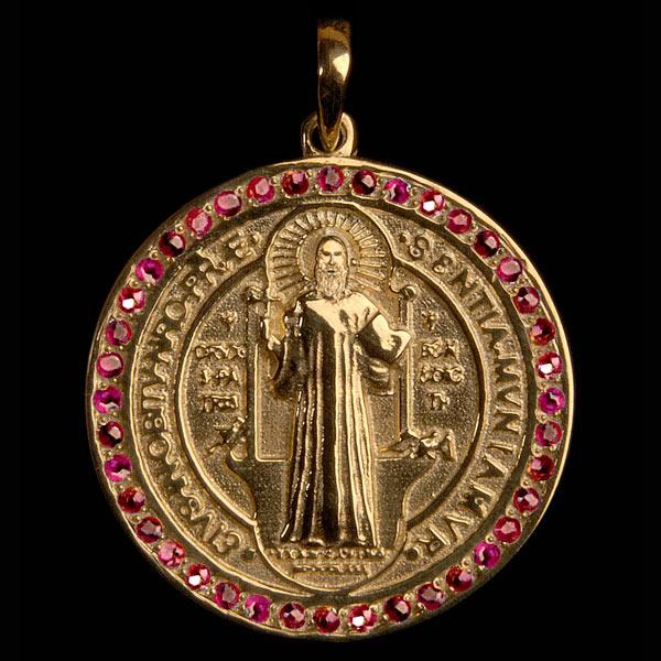 e71b265bd24a4 Medalha São Bento em ouro 18K cravejada de Rubis - Artigos ...